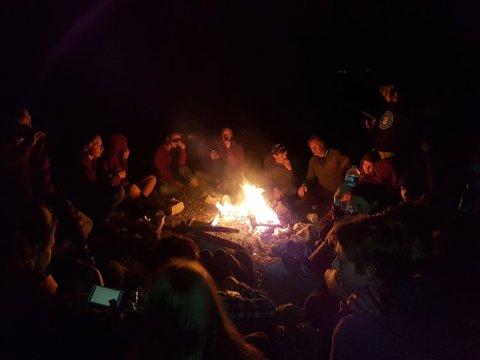 Spartanenreis_kampvuur-voor-slapen-in-grot-van-Pan