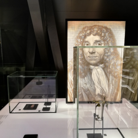 Boerhaave-1e-microscoop-Antonie-v-Leeuwenhoek
